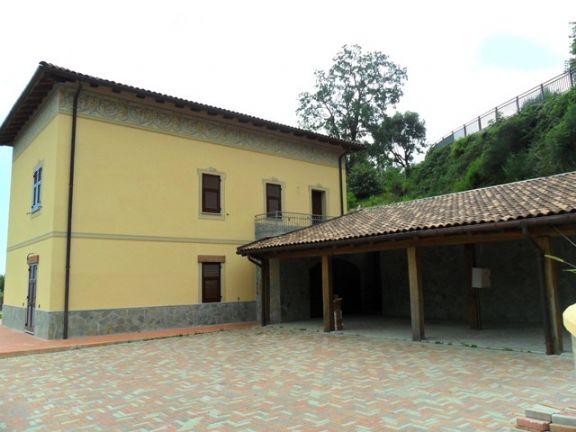 Villa in vendita a Cogoleto. Esterni: casa e veranda.