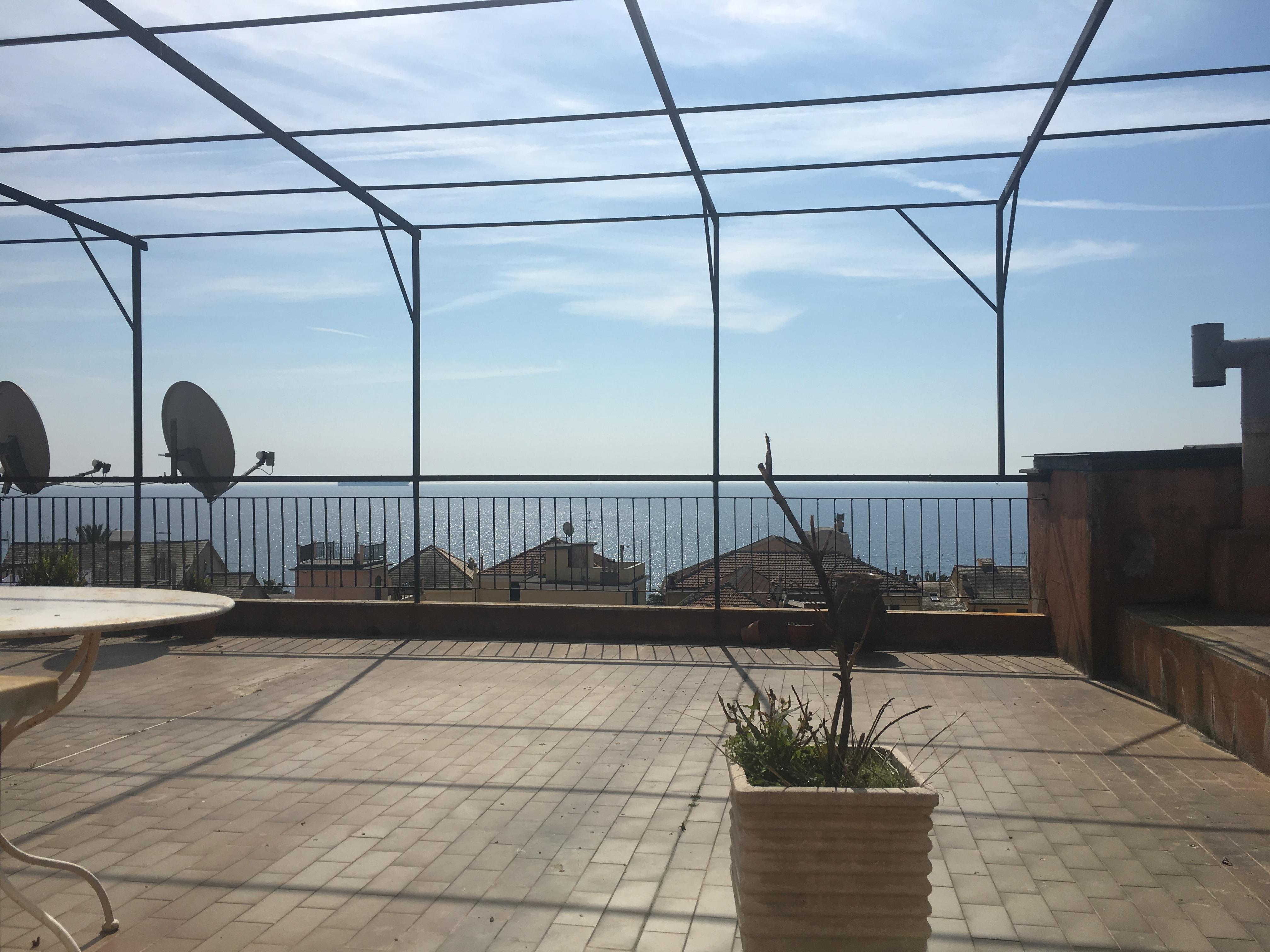 Attico in vendita a cogoleto 160 mq vista mare con for Piani di casa di 1300 piedi quadrati 2 piani
