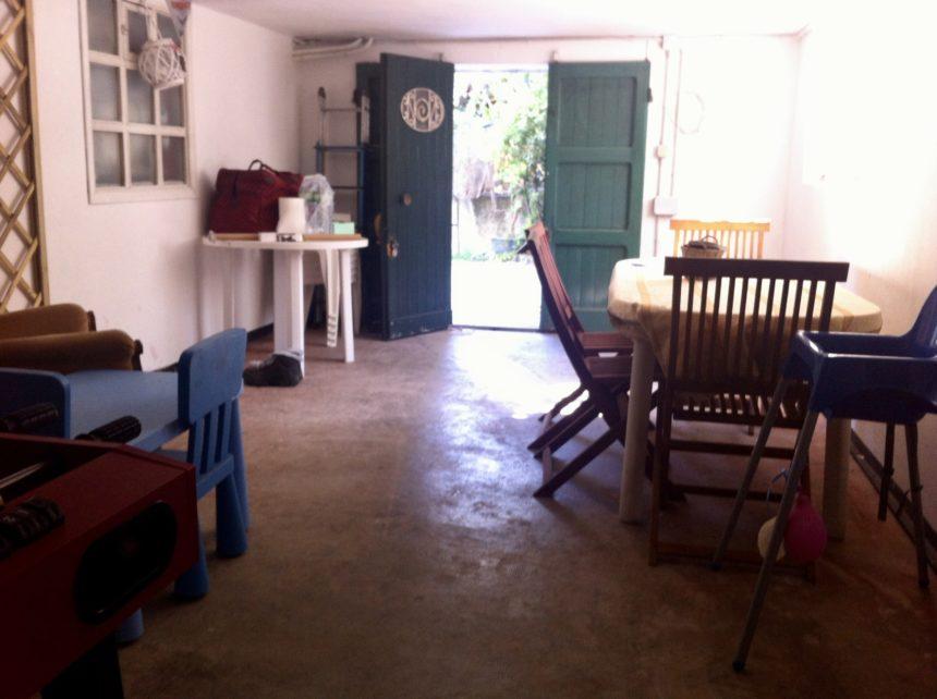 Villa a schiera in vendita a Arenzano. Box auto finestrato, adattato a taverna.