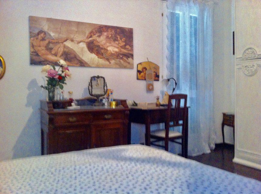 Villa a schiera in vendita a Arenzano. Camera da letto matrimoniale.