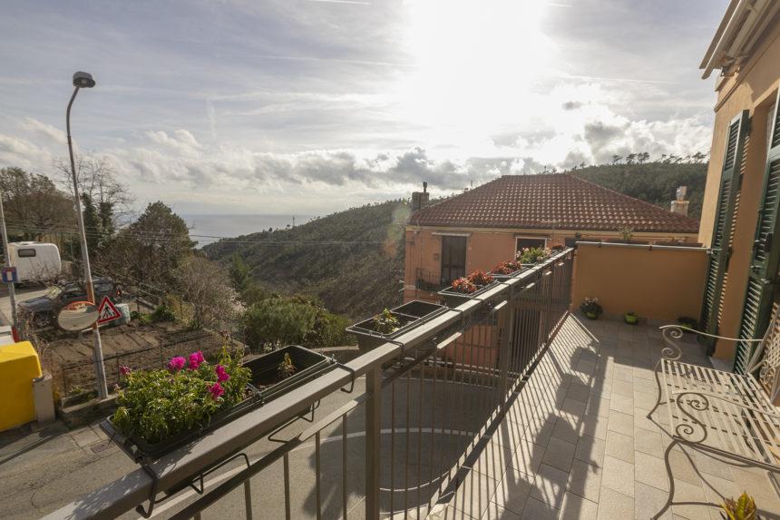 Appartamento su due piani a Cogoleto - Il grande balcone