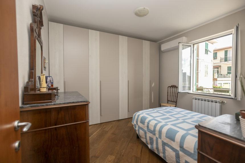 Appartamento su due piani a Cogoleto - Camera matrimoniale