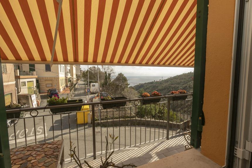 Appartamento su due piani a Cogoleto - La tenda elettrica