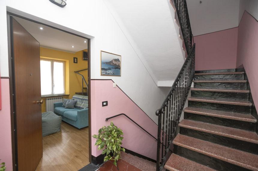 Appartamento su due piani a Cogoleto - Ingresso