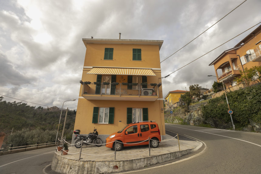 Appartamento su due piani a Cogoleto - Vista della casa da fuori